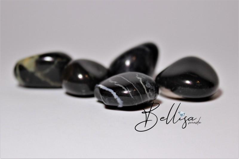 Čierny kameň howlit